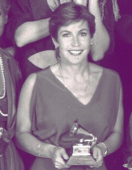 Helen Reddy with Grammy Award
