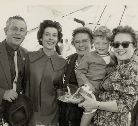 Helen Reddy's family (from left to right - Max (Helen's father), Helen, Stella, Tony Sheldon, and Toni Lamond)