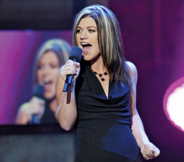 Kelly Clarkson Singing