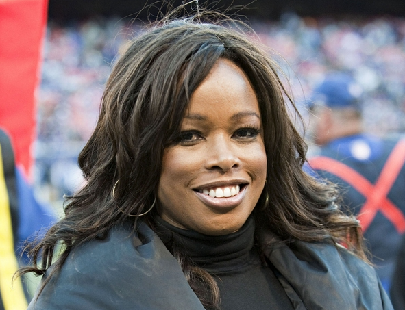 Pam Oliver, a famous sportscaster