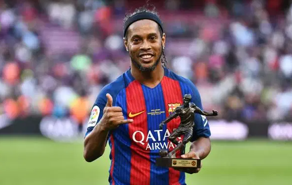 Ronaldinho with Award