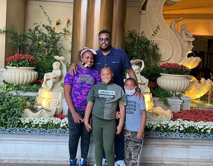 Paul Pierce with his two daughters and a son