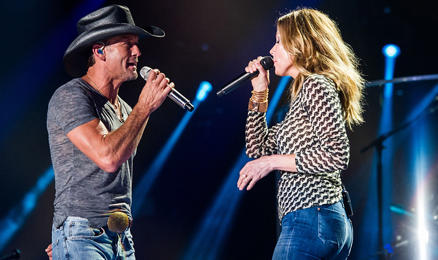 Faith Hill singing with her husband, Tim McGraw