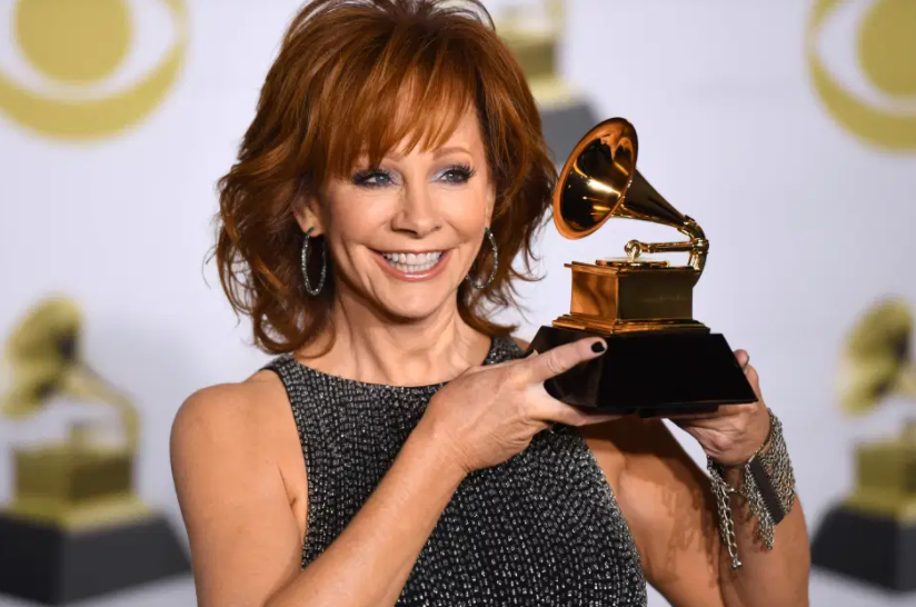 Reba McEntire with Award