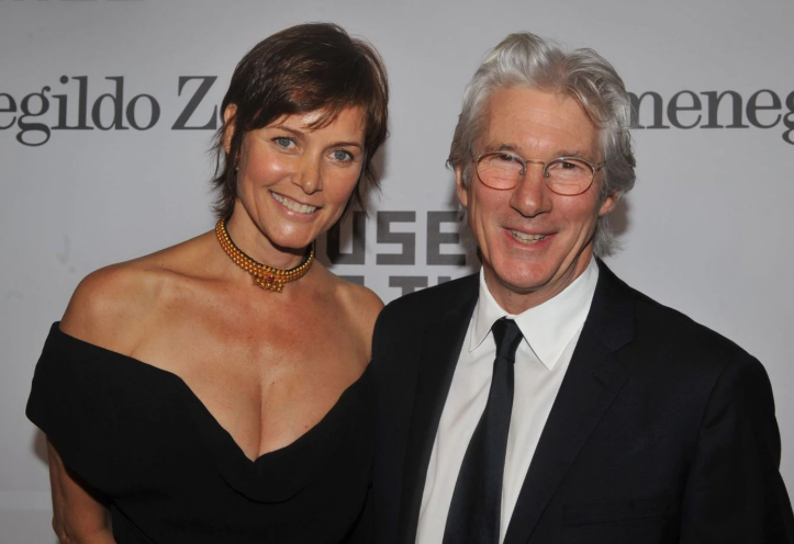 Carey Lowell and Richard Gere finalizes divorce