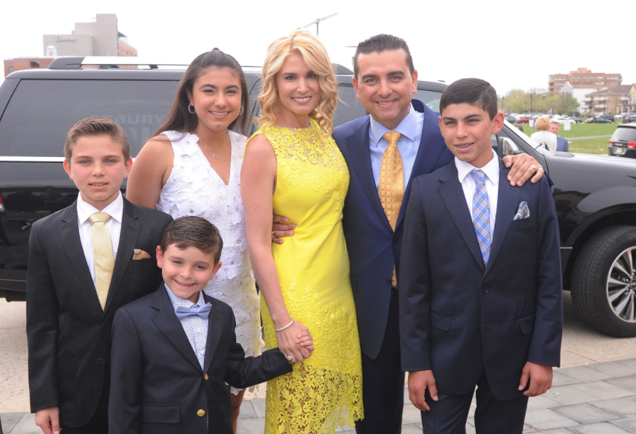 Buddy Valastro with his wife, Lisa and their kids