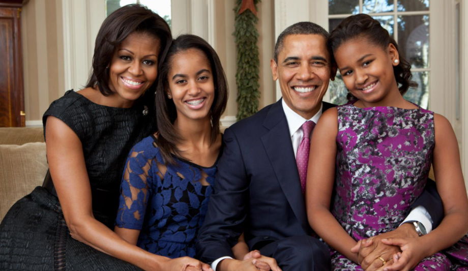 Sasha Obama with her father, mother and sister