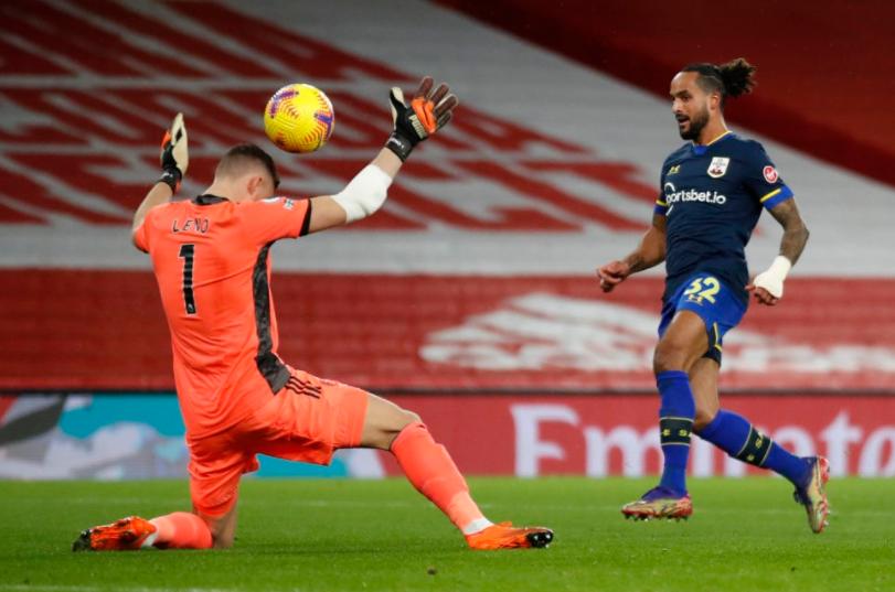 Theo Walcott scoring the goal against goalkeeper