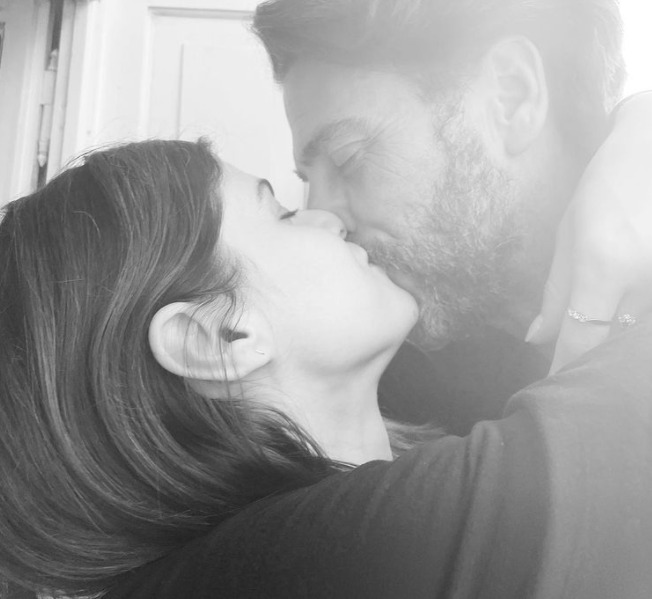 Baywatch actress, Alexandra Daddario Kissing Her Boyfriend, Andrew Form