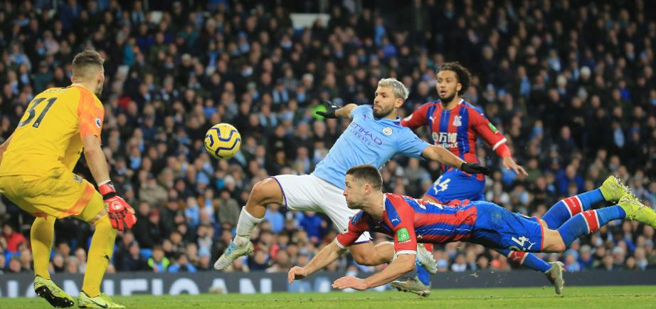 Sergio Aguero Tackling With The Opponent