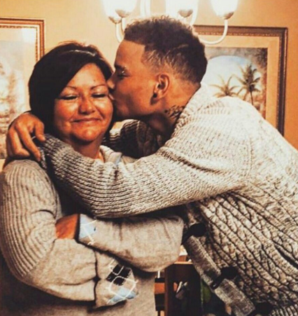Kane Brown with his mother