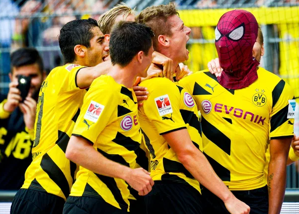 Pierre-Emerick Aubameyang celebrated the goal by wearing a Spiderman mask