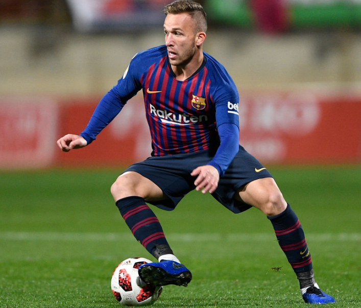 Arthur Melo Skillfully Taking The Ball