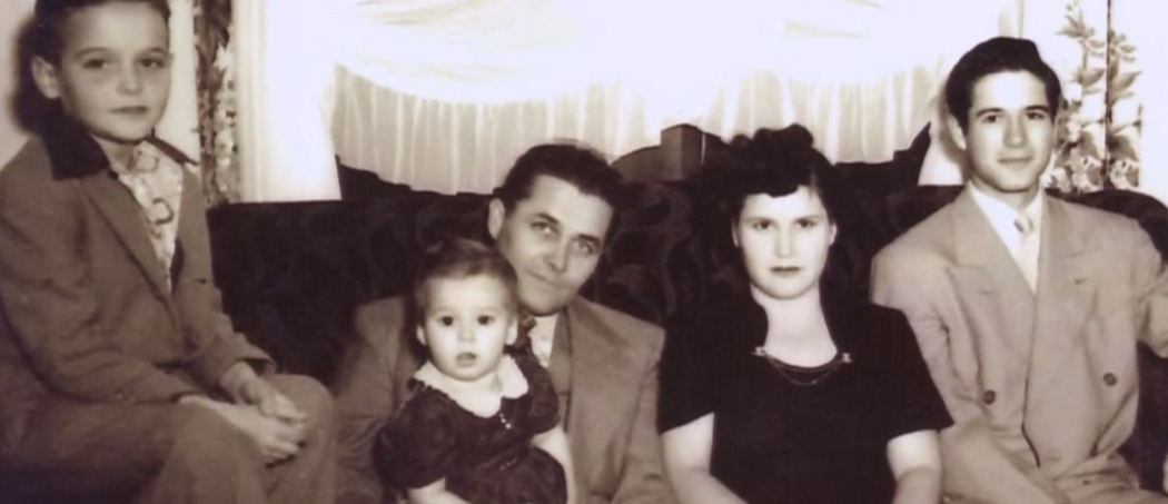 Angie Harmon With Her Parents