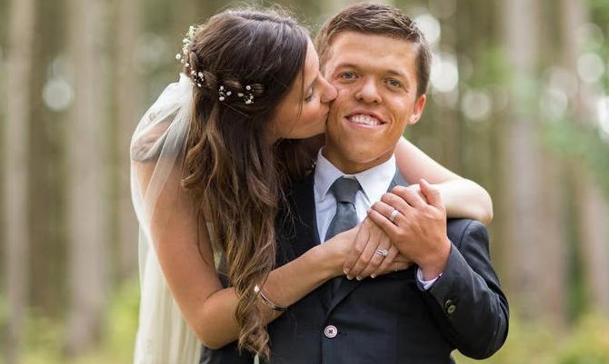 Tori Roloff kissing her husband, Zachary Roloff