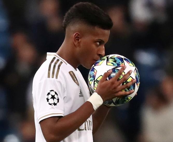 Rodrygo Kissing The Ball