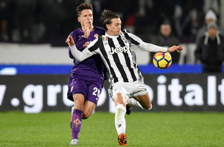 Federico Chiesa against the opponent