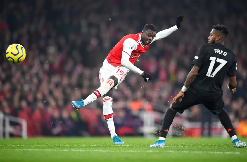 Nicolas Pepe shooting the ball