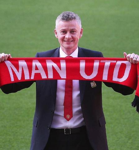 Ole Gunnar With Man Utd Banner