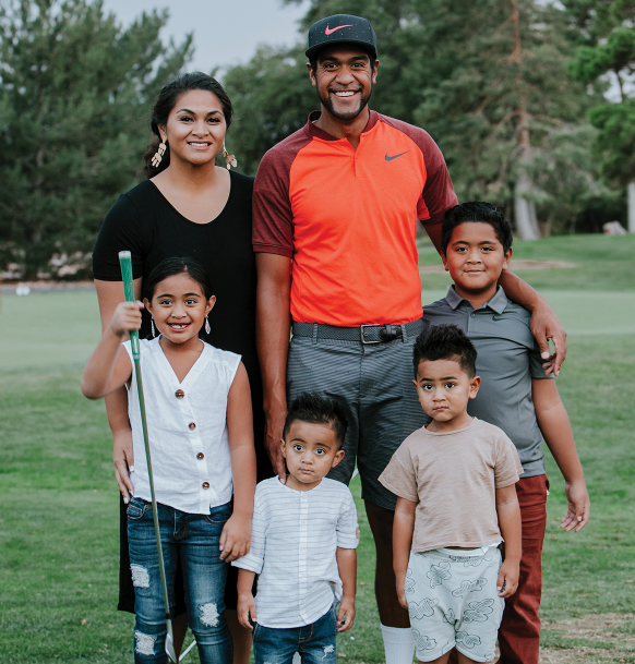 Tony Finau with his wife and childrens