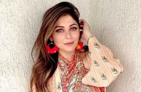 Kanika Kapoor Bio, Net Worth, Facts, Age, Height ...
