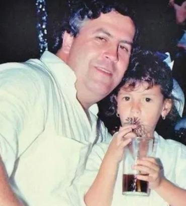 Manuela Escobar With His Father, Pablo Escobar