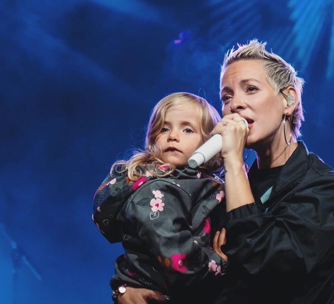 Marie-Mai and her daughter, Gisele appeared on stage