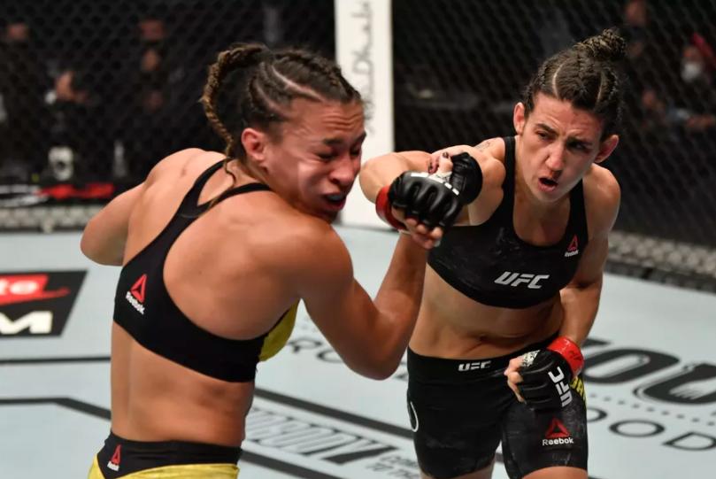 Marina Rodriguez VS Amanda Ribas