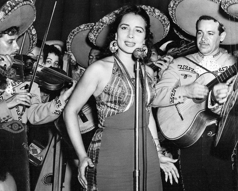 Flor Silverstre Singing