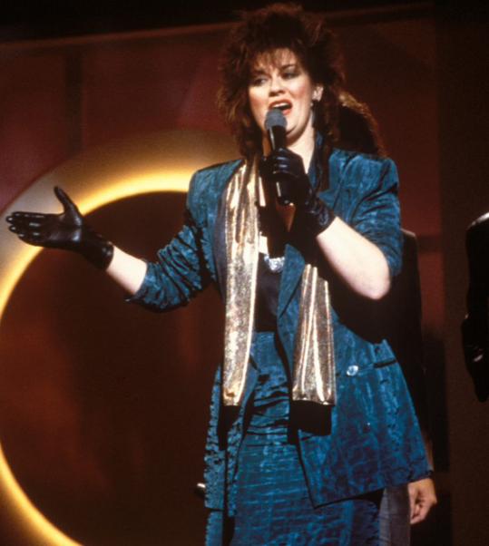 K. T. Oslin Singing