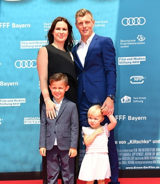 Toni Kroos with his wife and their kids
