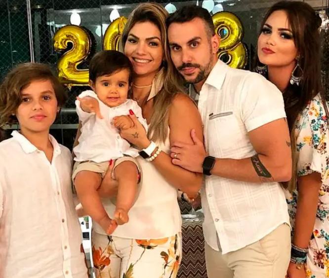 Kelly Key and Mico Freitas with their kids