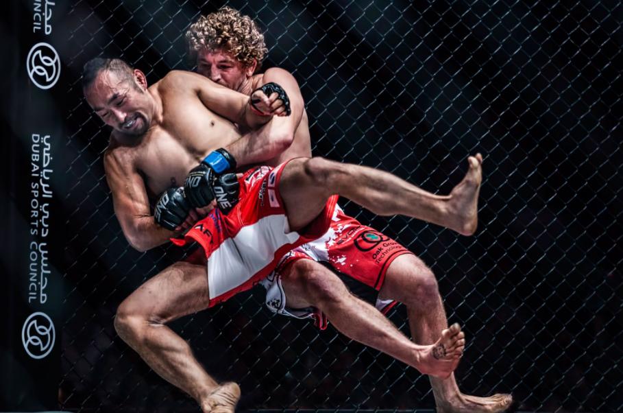 Ben Askren fighting against the opponent