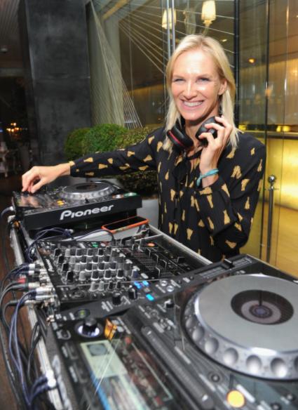 Jo Whiley DJing