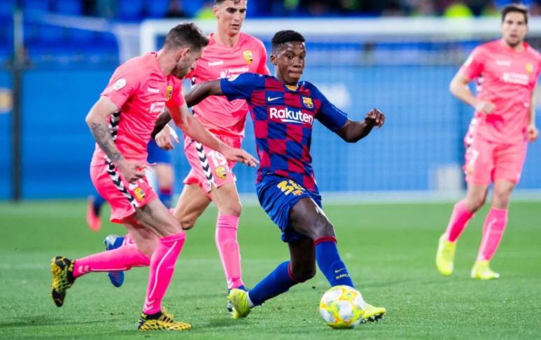 Ilaix Moriba Heading The Ball Against The Opponent
