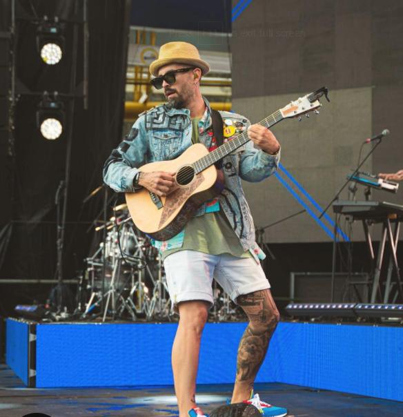 Award-winning singer, Mike Bahia