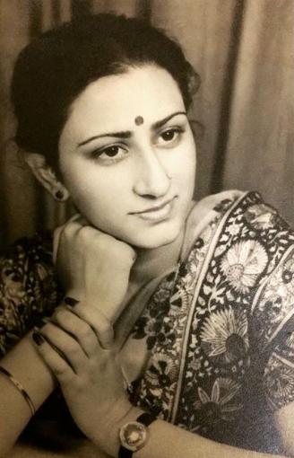 Ridhi Dogra Mom, Renu Dogra