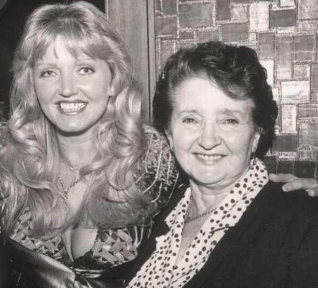 Linda Nolan with her mother