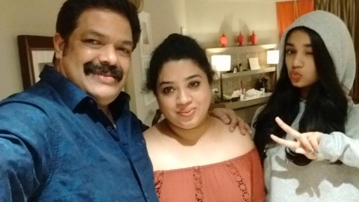Krithi Shetty with her parents