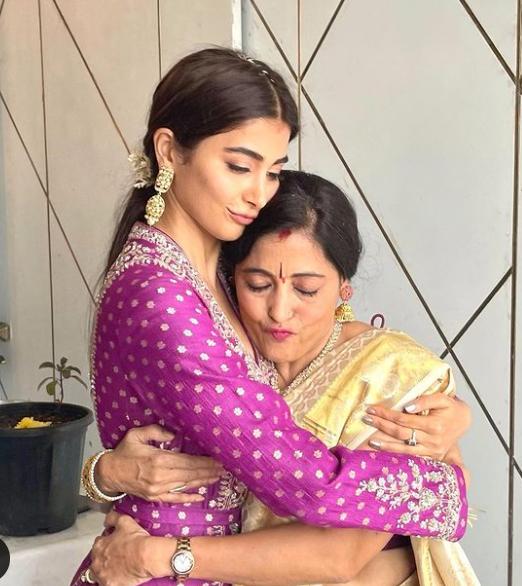 Pooja Hegde with her mom, Latha Hedge