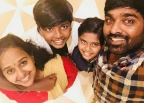Vijay Sethupathi with his wife and kids