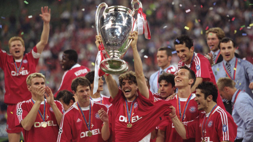 Owen Hargreaves Holding The Trophy
