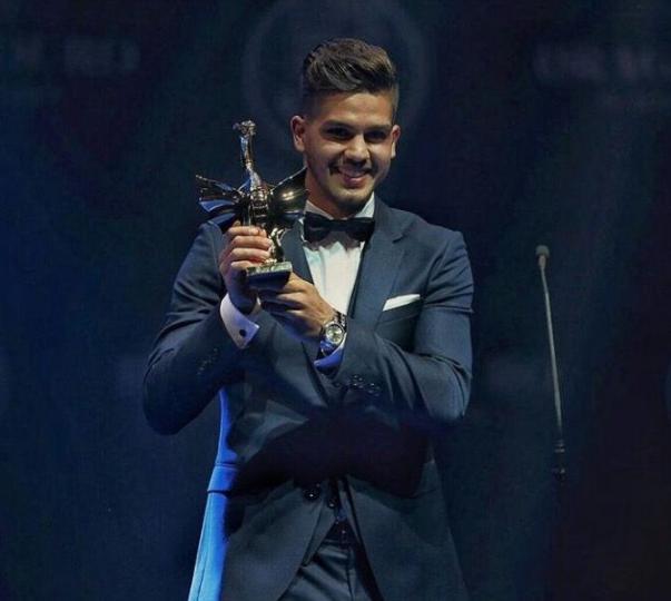 Andre Silva with award