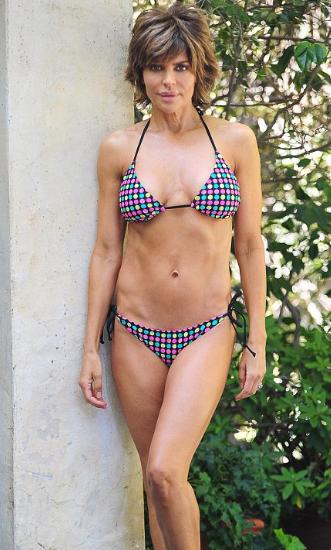 Lisa Rinna Posing Her Body