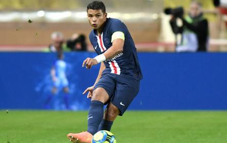 Thiago Silva Going To Pass The Ball