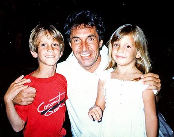 Bill Hudson with his kids, Oliver Hudson and Kate Hudson